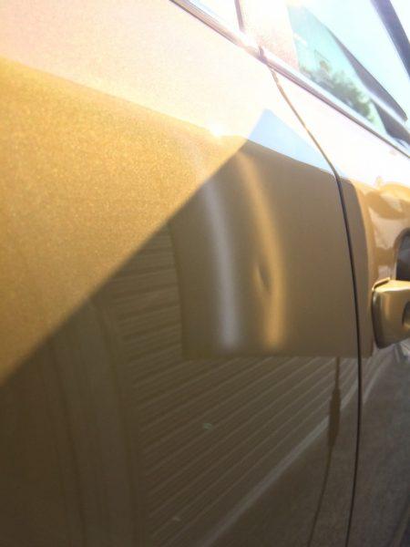 トヨタ レクサス CT200h 右リアドア 2cm程のヘコミ