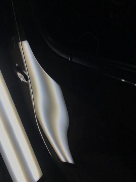 ニッサン キューブ ルーフ(天井)と左リアドアに出来た凹みをデントリペアで修復 神戸市北区の方からのご依頼