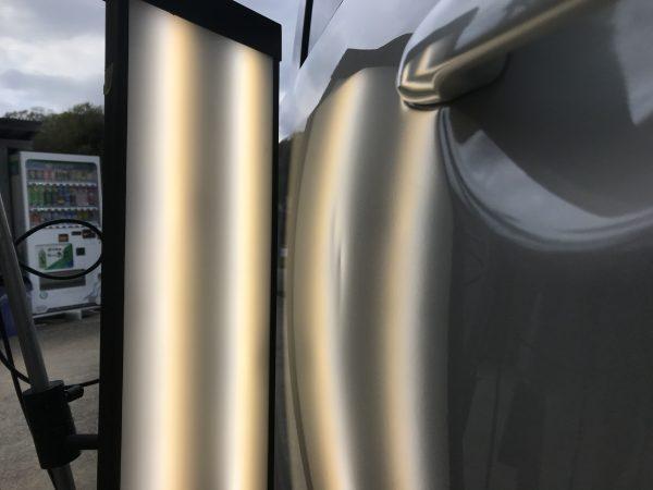 デリカ 右スライドドアに出来た凹みをデントリペアで修復 三田市の業者様からご依頼を頂きました!