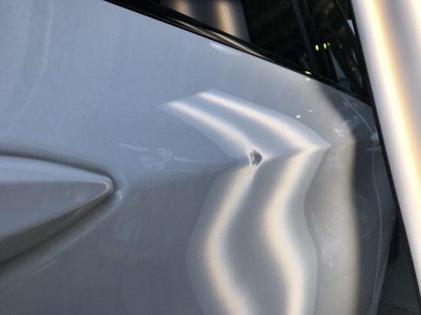 BMW 220i 右リアドアに出来た凹みをデントリペアで修復 神戸市北区の業者様からご依頼を頂きました!!