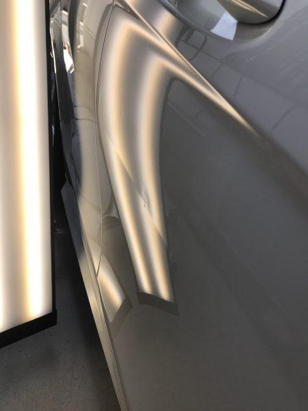 ベンツ C-Class いたずらで出来た線傷の様な凹みをデントリペア修理 神戸市北区の業者様からのご依頼です!!
