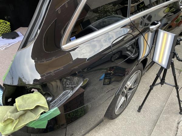 メルセデス・ベンツ C-Class ワゴン リアフェンダーに出来た凹みをデントリペア修理 神戸市長田区にお住まいの方からご依頼を頂きました!!