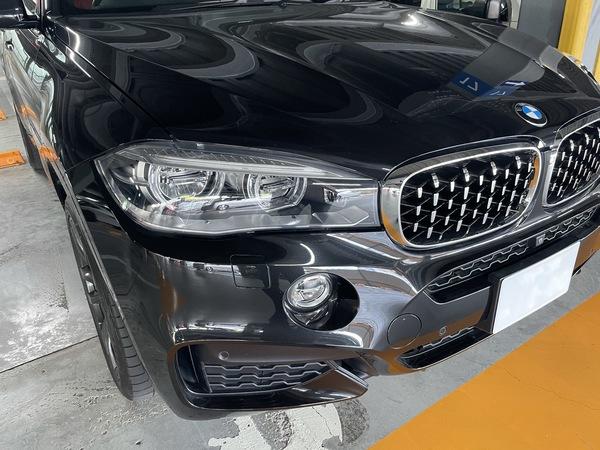 BMW X6 フロントドアに出来た凹みをデントリペア修理 神戸市東灘区にお住まいの方からご依頼を頂きました!!